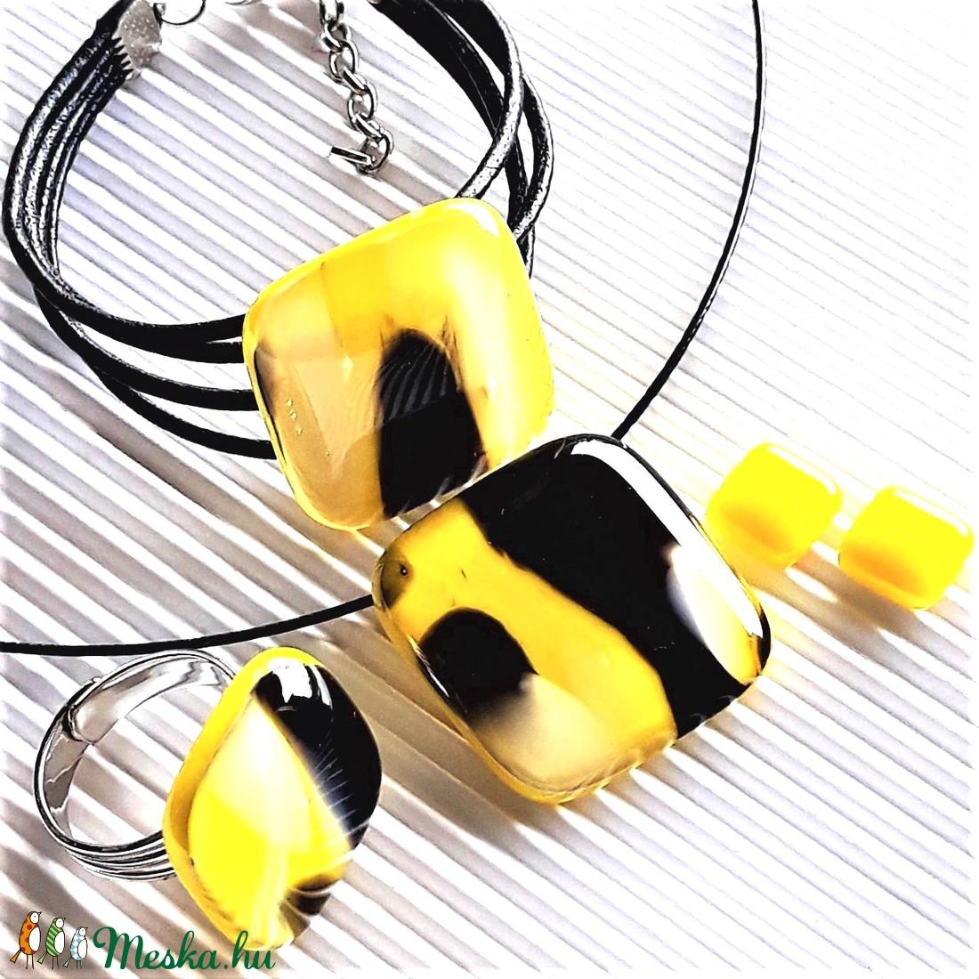 Holdfény sárgában üveg kocka medál, gyűrű, karkötő és fülbevaló orvosi fém bedugón, üvegékszer szett - ékszer - ékszerszett - Meska.hu