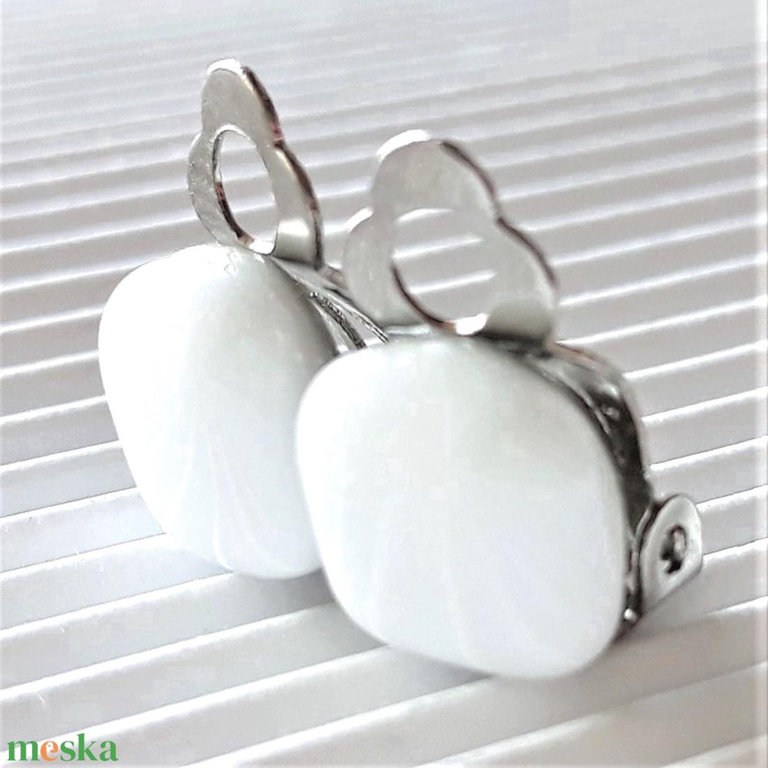 Hófehér kockácska klipsz üveg fülbevaló, üvegékszer - ékszer - fülbevaló - klipsz - Meska.hu