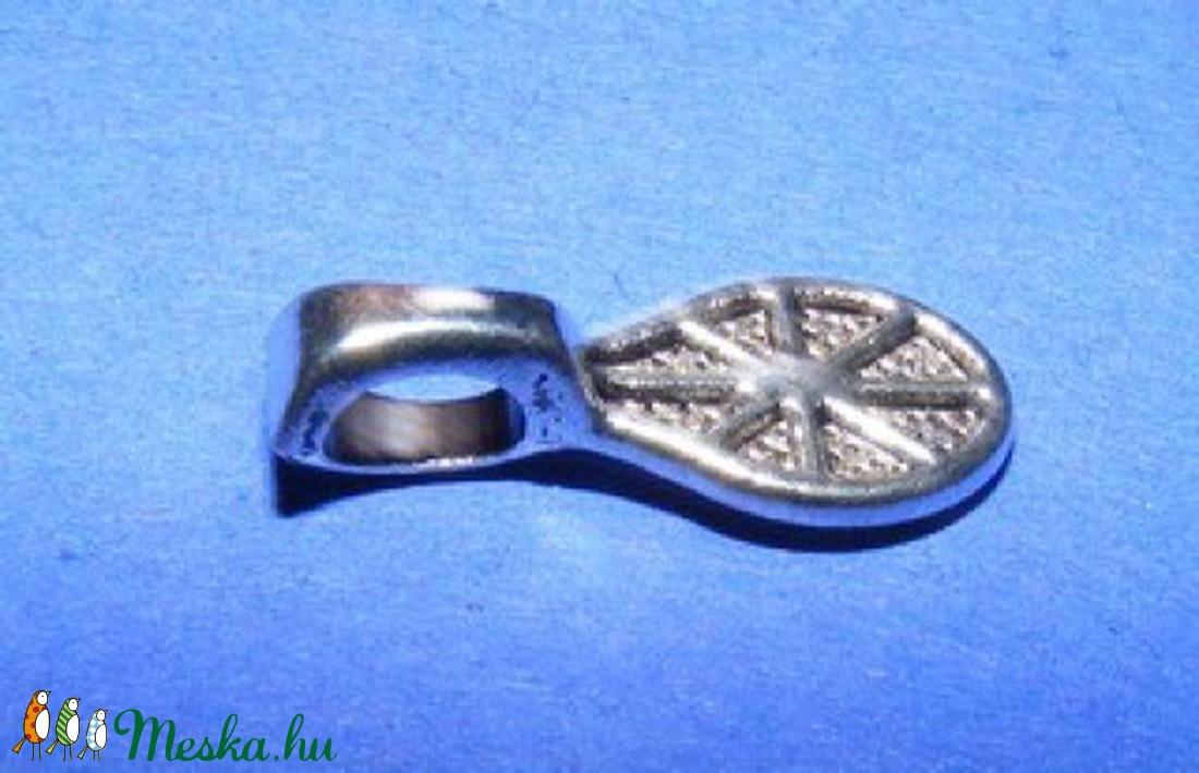 Medálrögzítő (360. minta/1 db) - gyöngy, ékszerkellék - Meska.hu