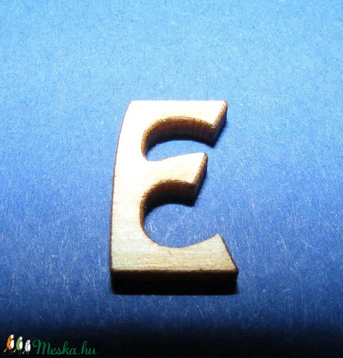 Rusztikus fa betű (20x15 mm) - E - fa - Meska.hu