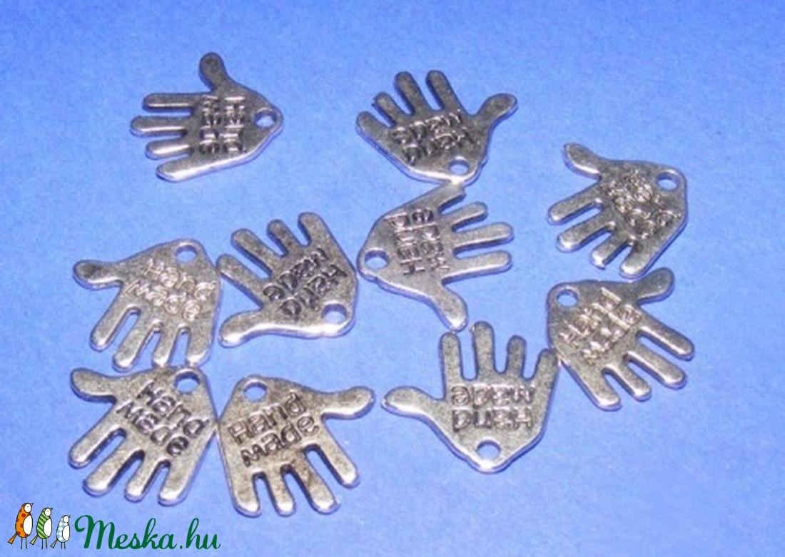 Medál (504. minta/1 db) - kéz - gyöngy, ékszerkellék - Meska.hu