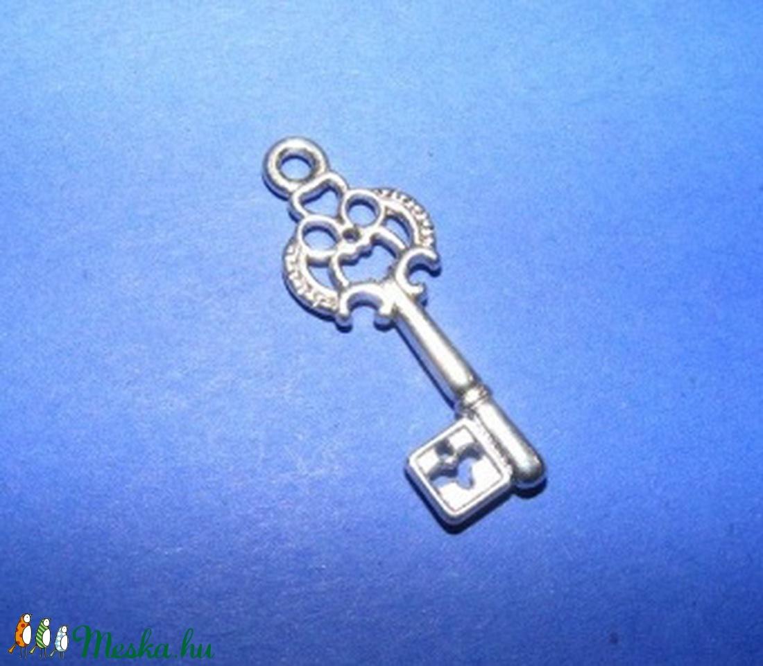 Medál (594. minta/1 db) - kulcs - gyöngy, ékszerkellék - Meska.hu