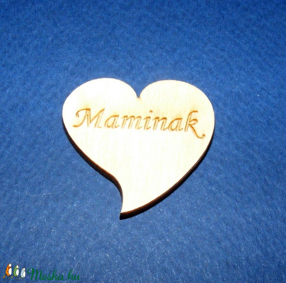 Szív alakú tábla felirattal (1 db) - Maminak - fa - Meska.hu
