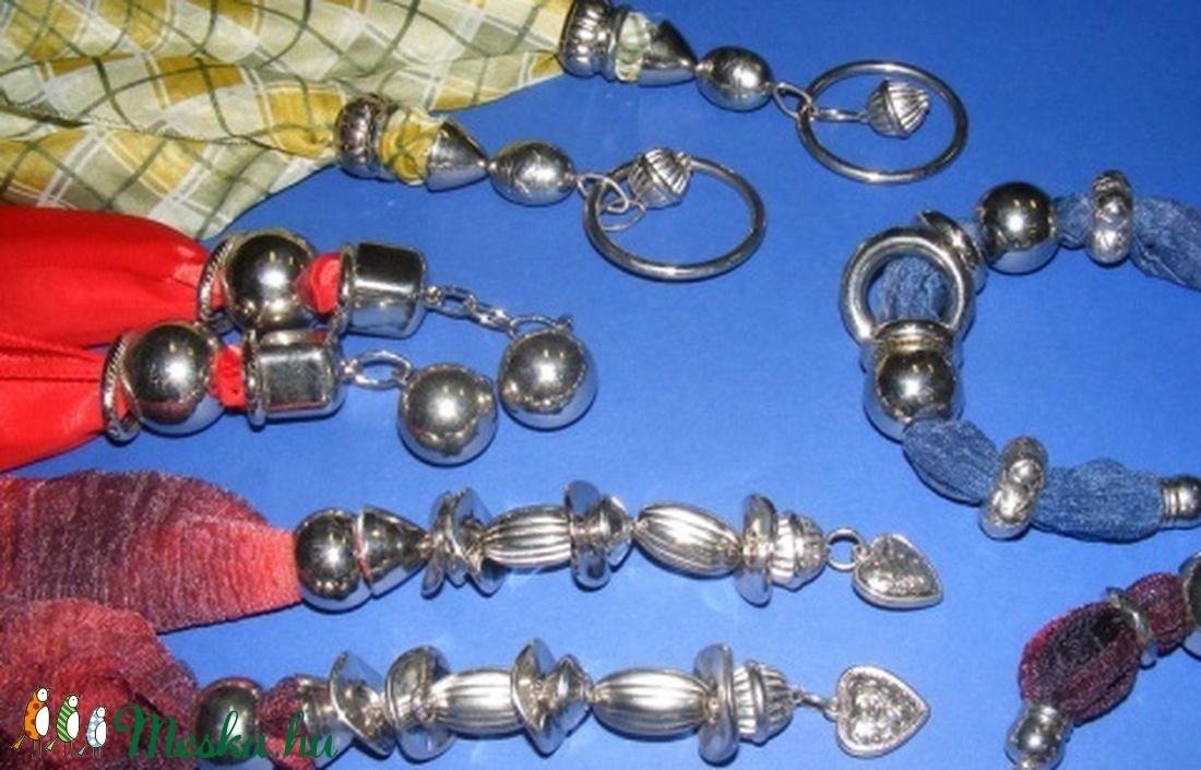 Felületkezelt műanyag köztes-40 (gömb - függőleges csíkos/1 db) - gyöngy, ékszerkellék - Meska.hu