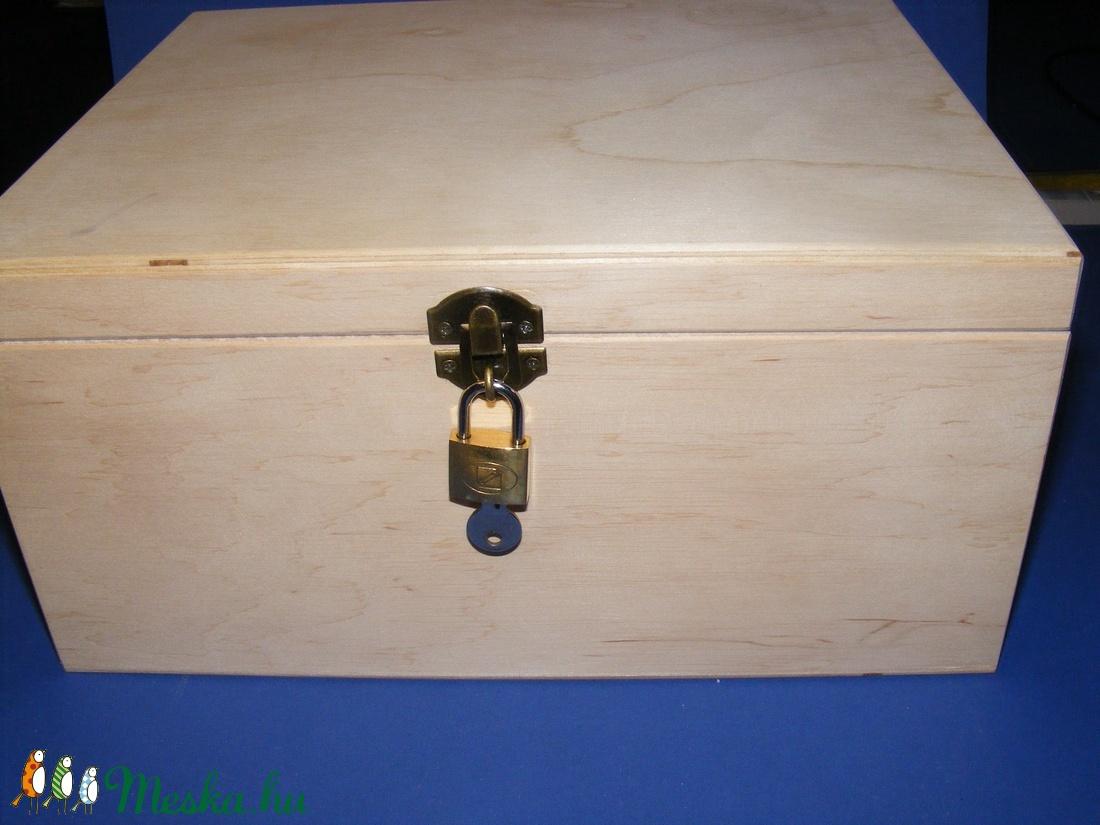 Fadoboz szögletes réz lakattal (28x23x13,5 cm/1 db) - magyar termék - fa - Meska.hu