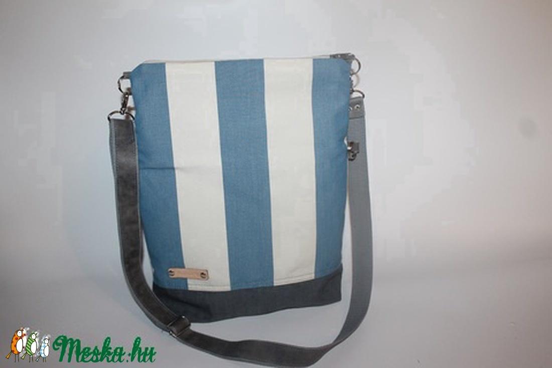Táska Válltáska ipad táska kék csíkos táska szürke bőr pánttal (BYildi) -  Meska. 975bc5763d