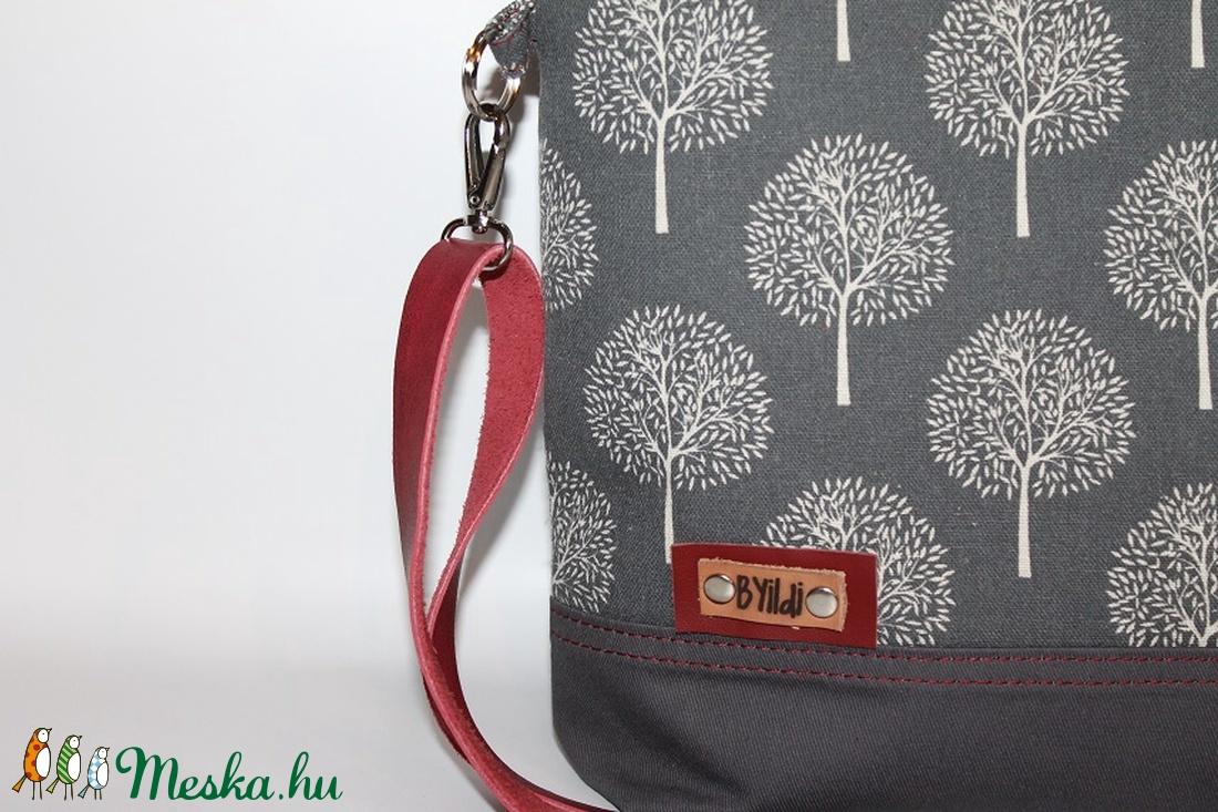 Táska Válltáska állítható bőrpántos táska szürke -bordó vászontáska (BYildi)  - Meska.hu 427cc3f239