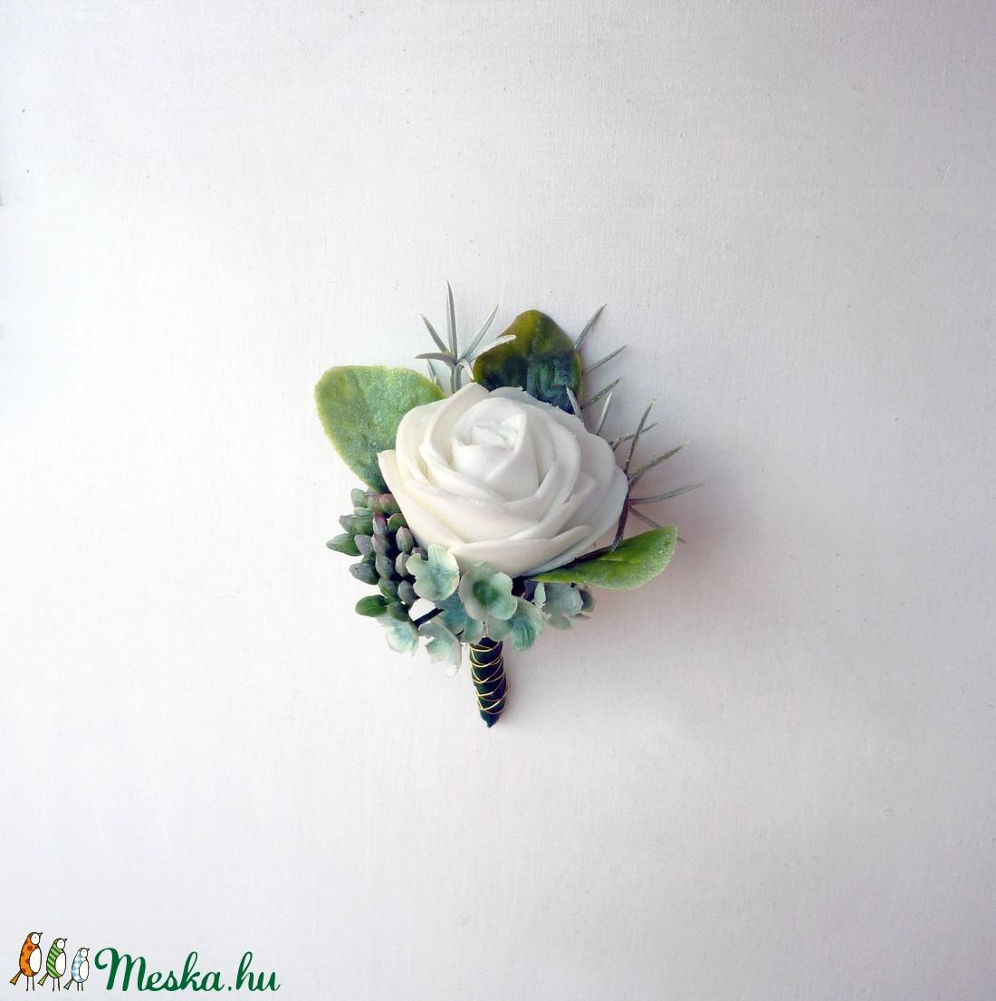 Vőlegény kitűző fehér rózsa (Decoflor) - Meska.hu