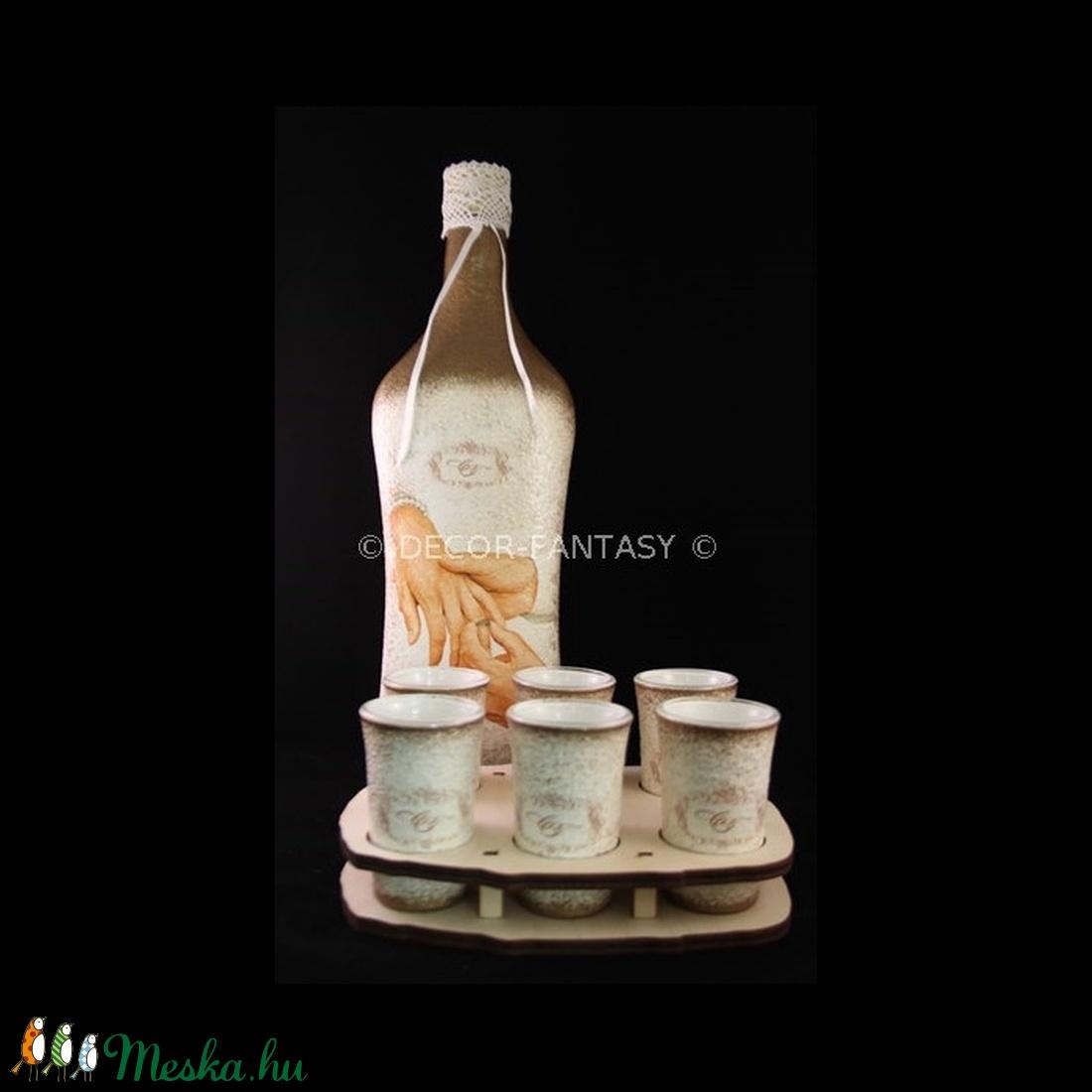 EGYEDI megrendelésre készült esküvői italos szett ( 1, l üveg + 6 db 45ml pohár + tartó ) (decorfantasy) - Meska.hu