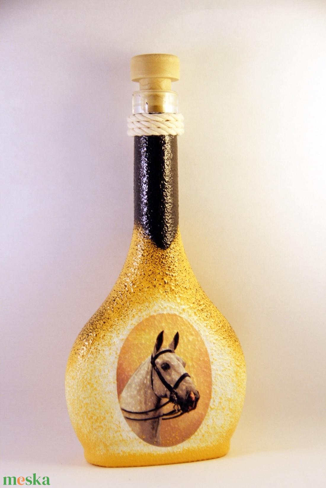 Ló motívummal díszített pálinkás üveg -I ( 0,5 L )    (decorfantasy) - Meska.hu