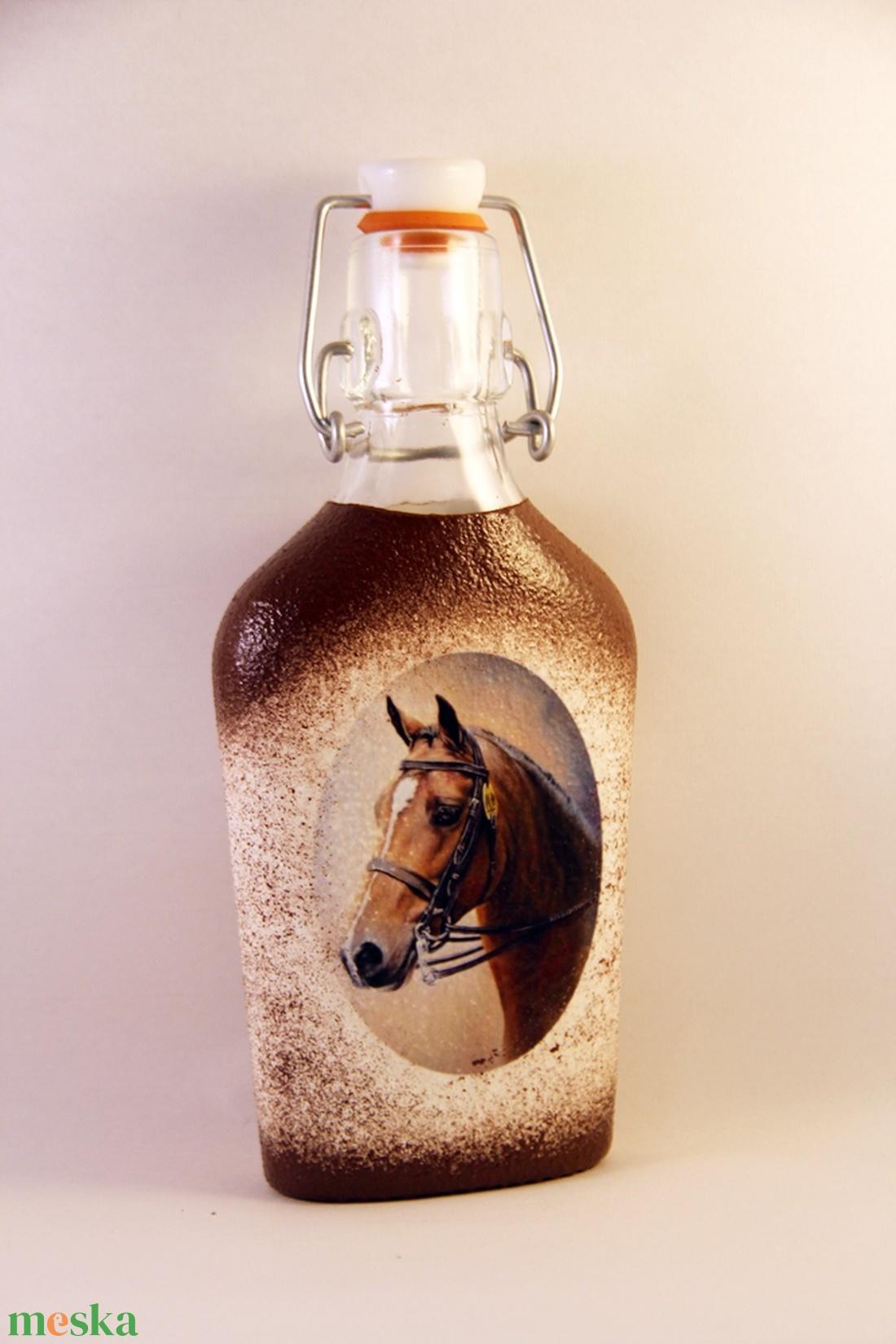 Ló motívummal díszített csatos  pálinkás üveg - ( 0,2 L )   (decorfantasy) - Meska.hu