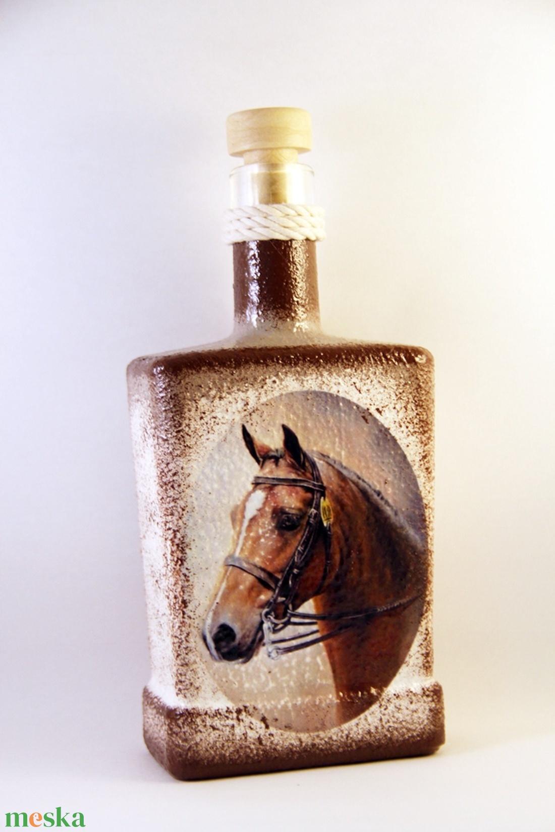 Ló motívummal díszített  pálinkás üveg - ( 0,5 L )   (decorfantasy) - Meska.hu