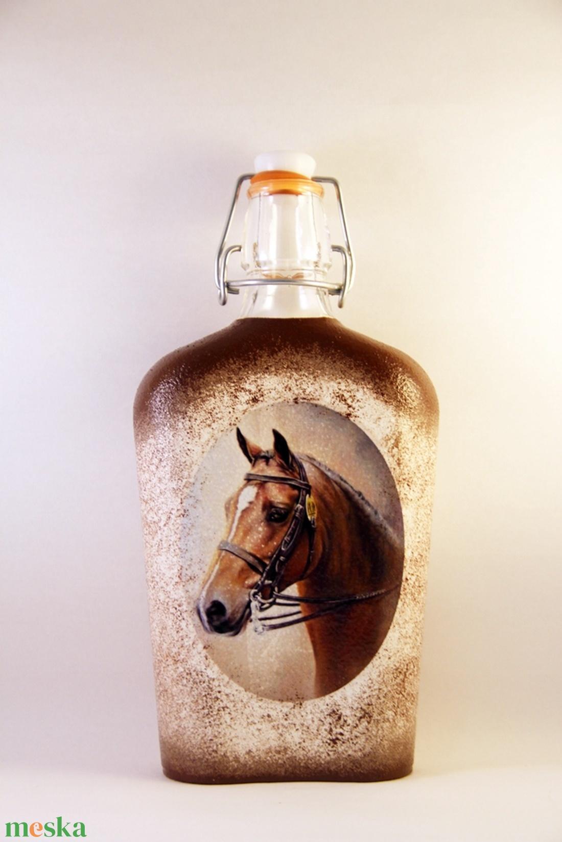 Ló motívummal díszített  csatos pálinkás üveg - ( 0,5 L )   (decorfantasy) - Meska.hu