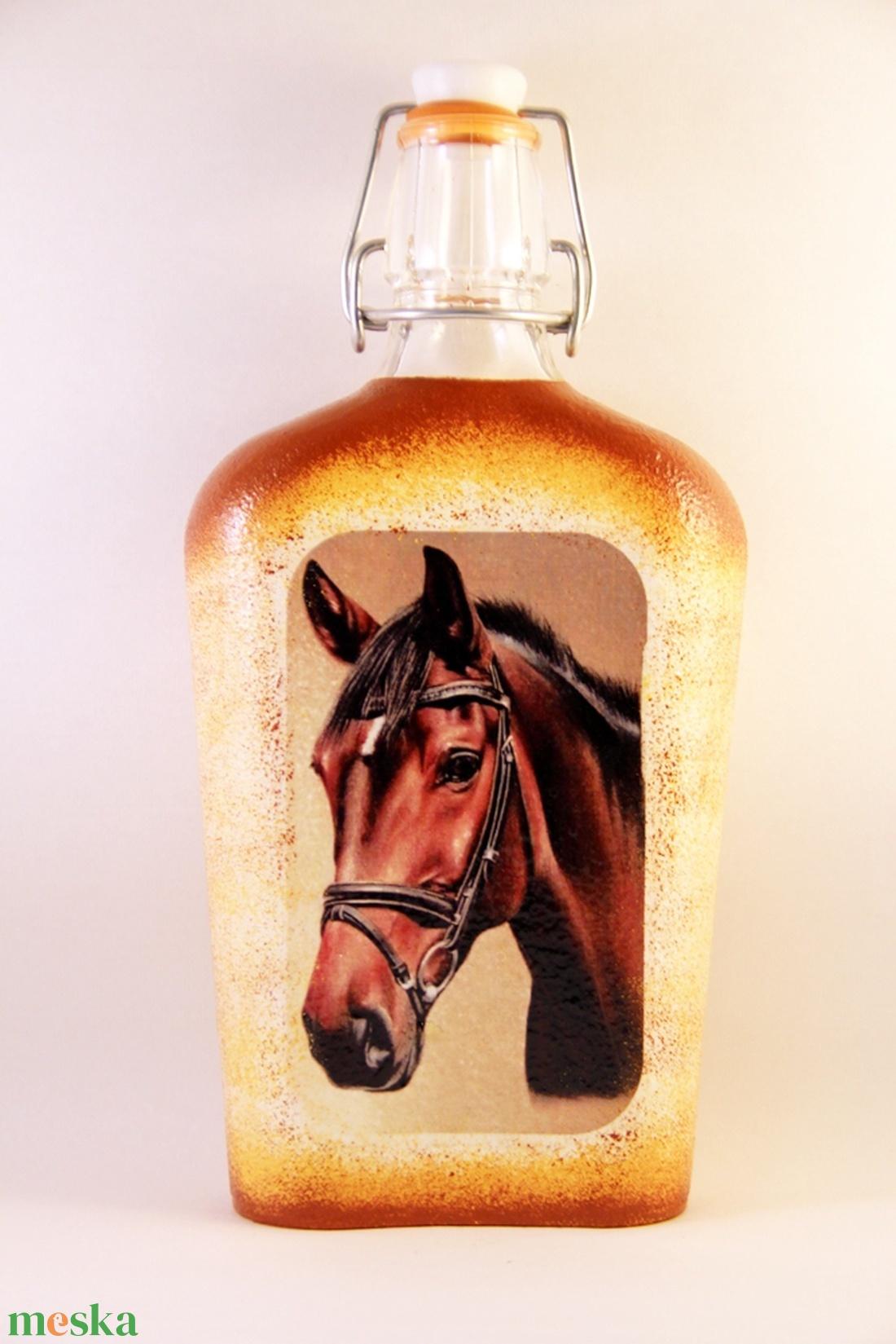 Ló motívummal díszített  csatos pálinkás üveg - ( 0,5 L )   - Meska.hu