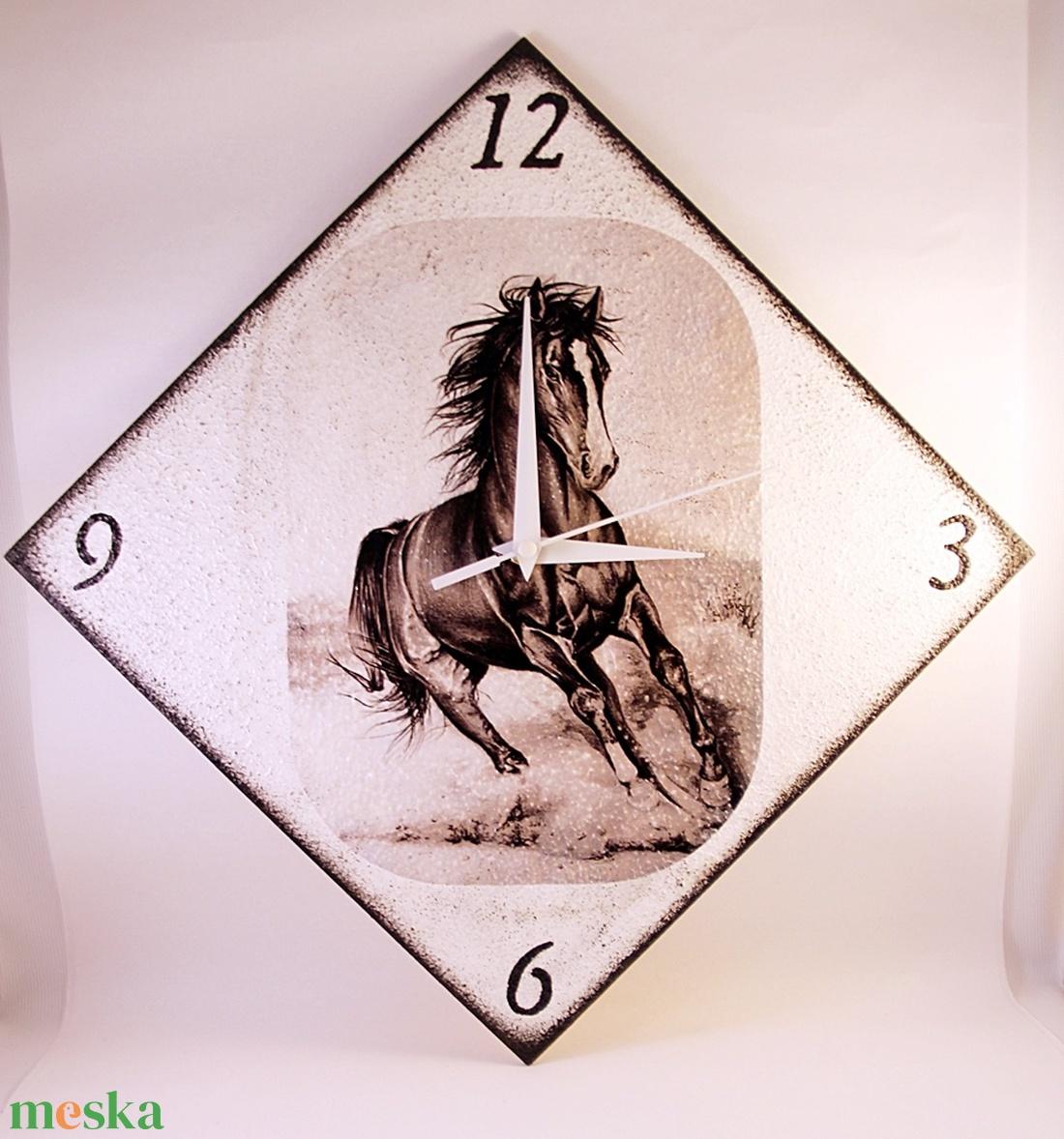 Ló motívummal díszített  falióra ( 25 x 25 cm  ) -elem nélkül  (decorfantasy) - Meska.hu
