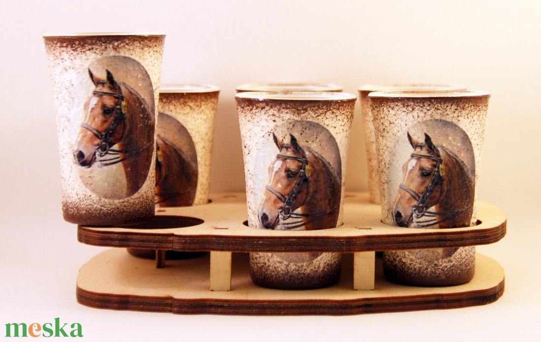 Ló motívummal díszített  pálinkás szett - kínálóval ( 6x5 ml pohár + tartó ) (decorfantasy) - Meska.hu