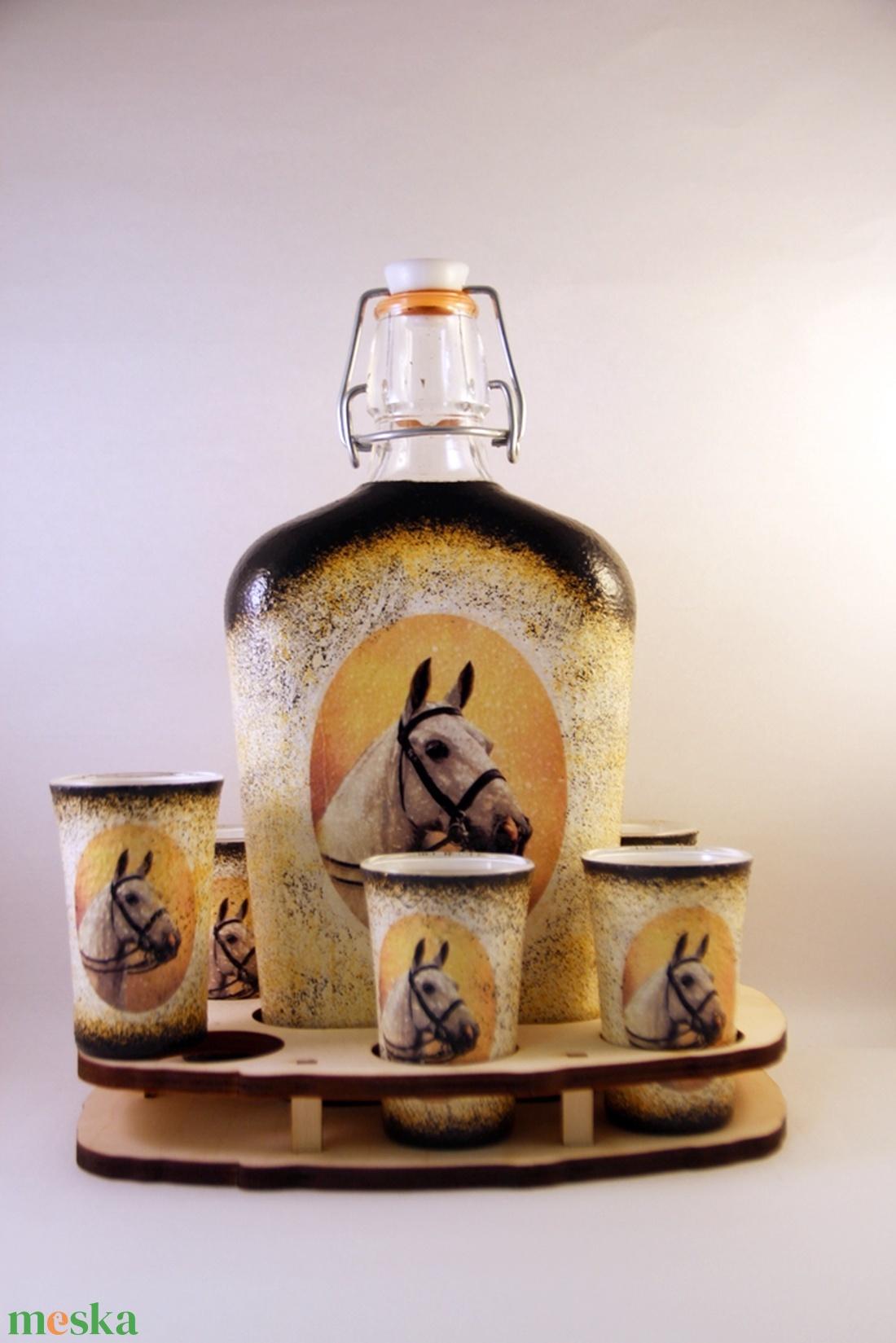 Ló motívummal díszített  pálinkás szett II. ( 0,5 l üveg+6x50 ml pohár +tartó )  - Meska.hu