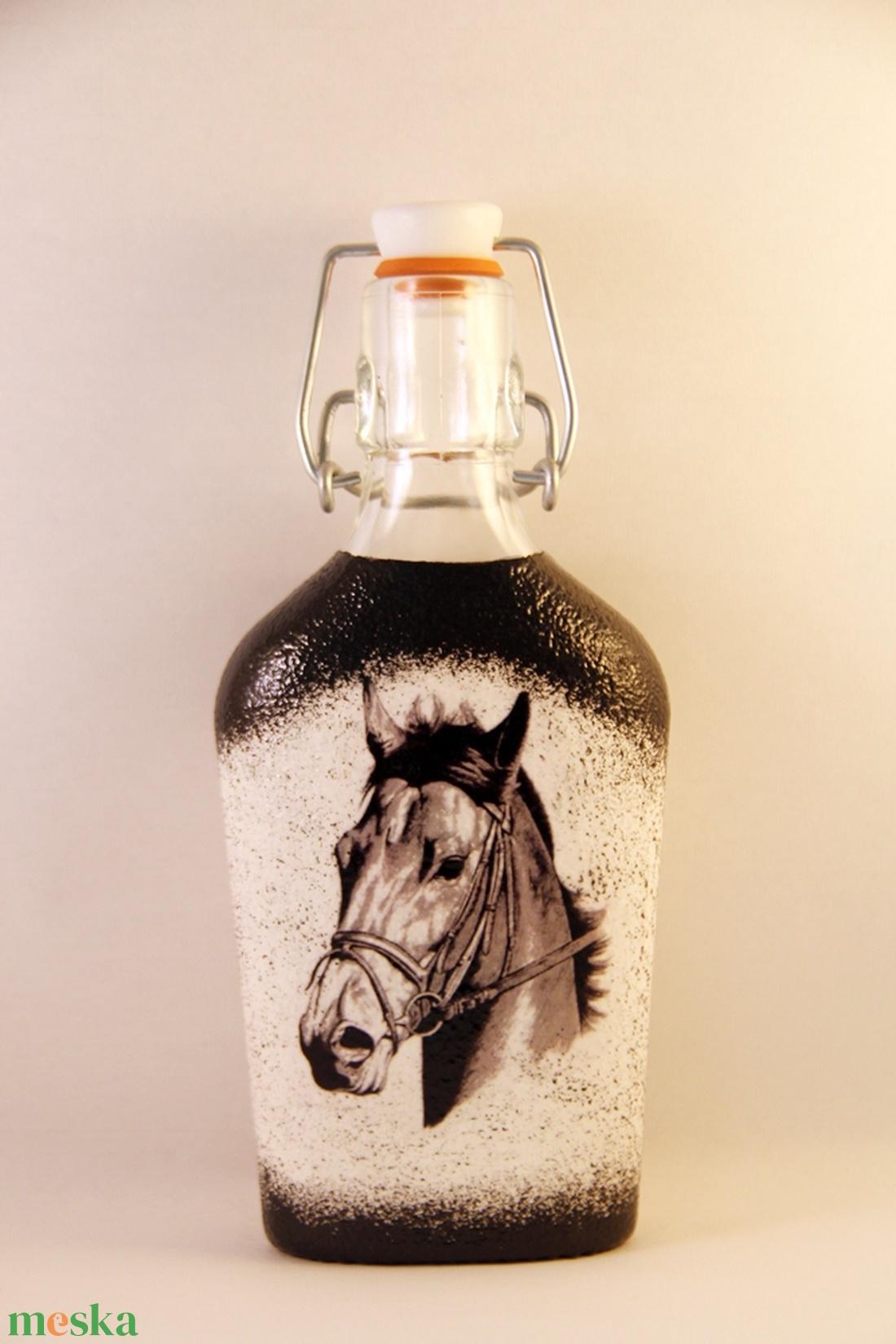 Ló motívummal díszített csatos  pálinkás üveg ( 0,2 l )  - Meska.hu