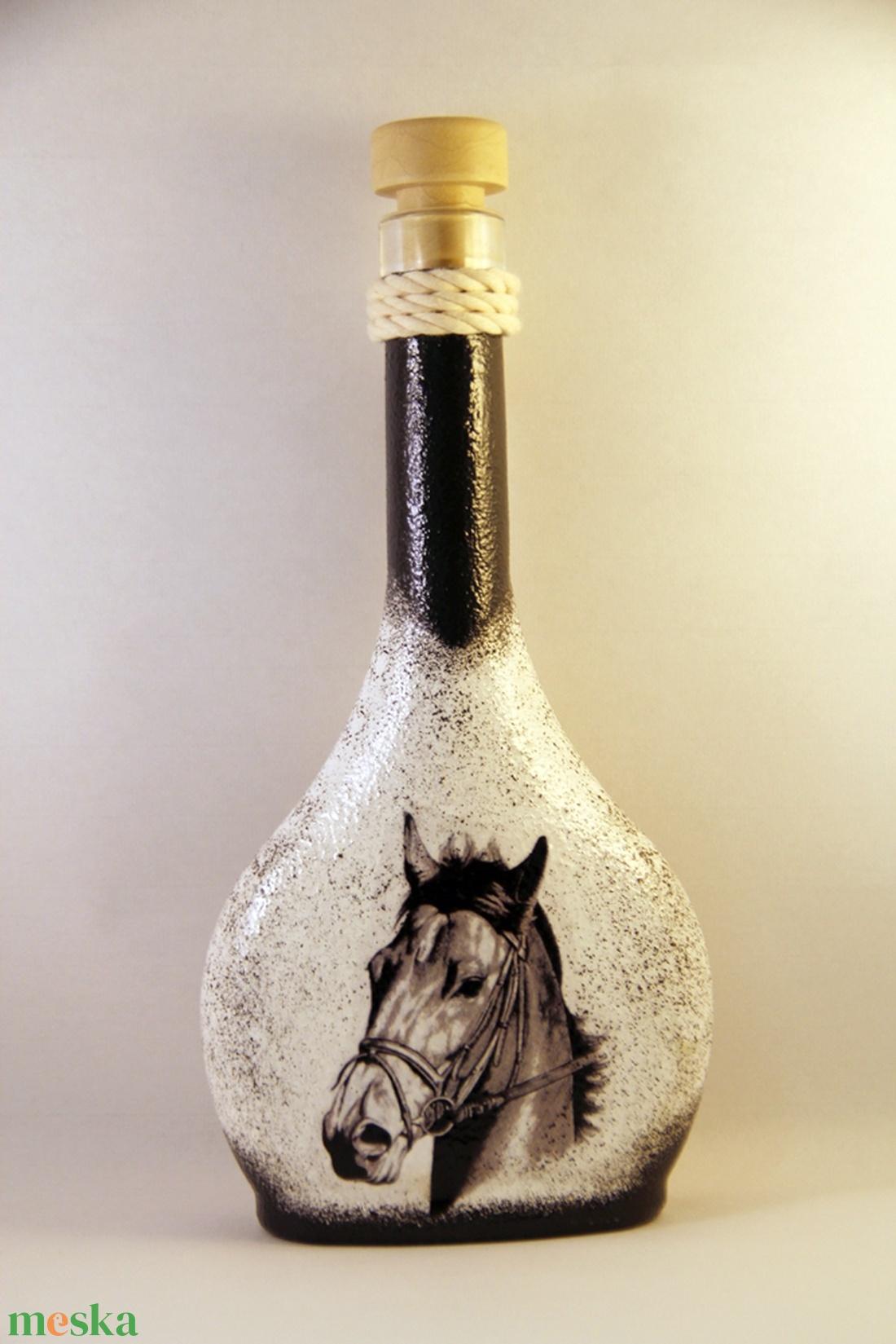 Ló motívummal díszített dugós  pálinkás üveg ( 0,2 l )  (decorfantasy) - Meska.hu