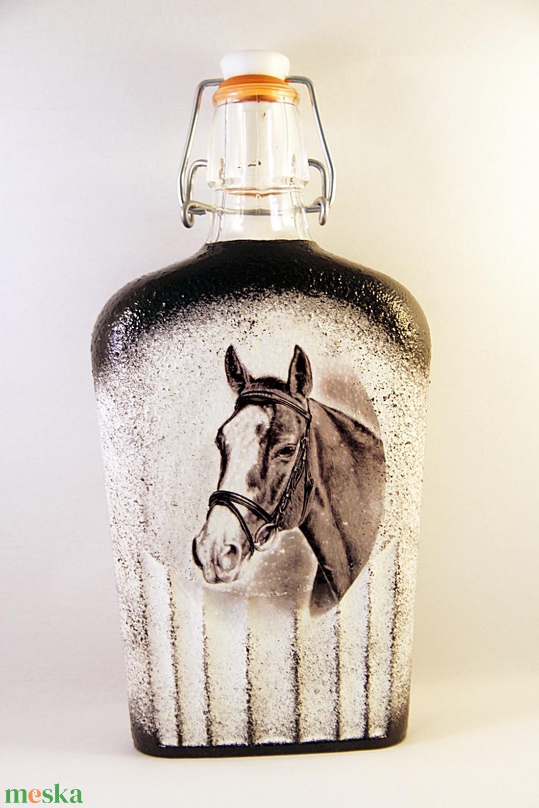 Ló motívummal díszített dugós  pálinkás üveg ( 0,5 l )  (decorfantasy) - Meska.hu