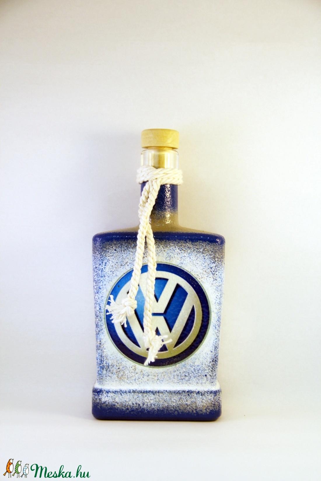 VOLKSWAGEN emblémával díszített pálinkás üveg ( 0,5 l ) (decorfantasy) - Meska.hu