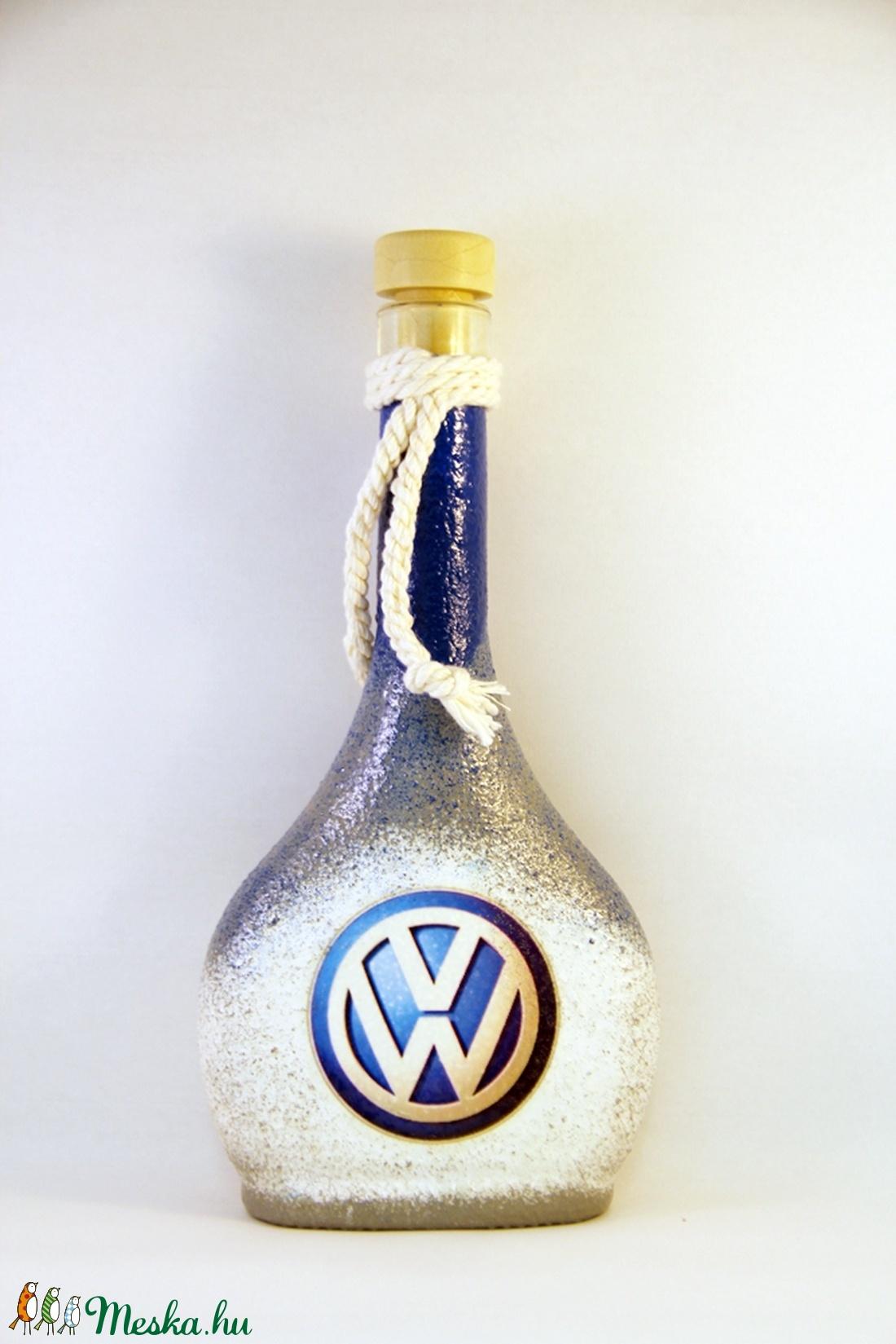 VOLKSWAGEN emblémával díszített pálinkás üveg ( 0,2 l ) (decorfantasy) - Meska.hu
