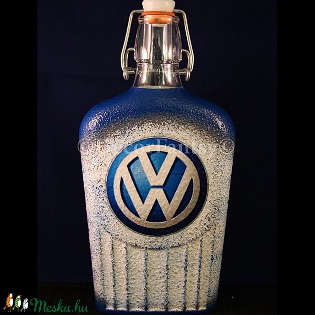 VOLKSWAGEN emblémával díszített csatos pálinkás üveg ( 0,5 l )   (decorfantasy) - Meska.hu