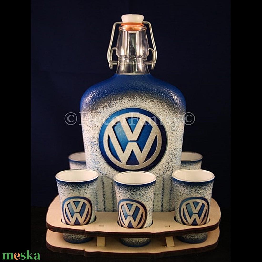 VOLKSWAGEN emblémával díszített pálinkás szett ( 6x45ml pohár + 0,5 l üveg + tartó )  (decorfantasy) - Meska.hu