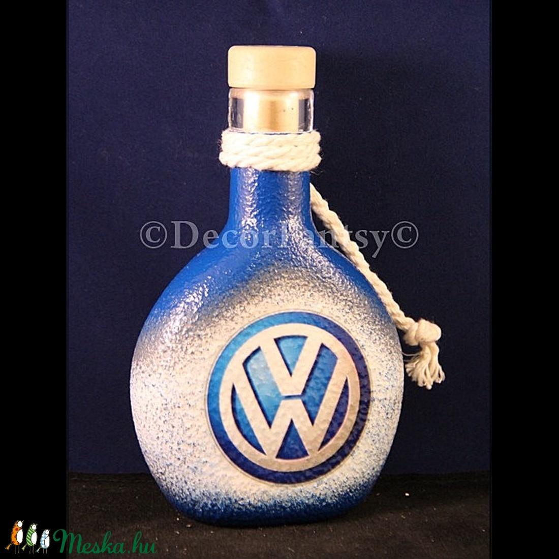 VOLKSWAGEN emblémával díszített kis butykos  ( 0,2 l )  (decorfantasy) - Meska.hu