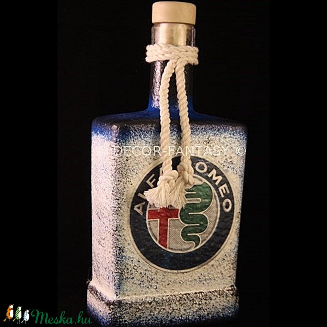 ALFA-ROMEO  emblémával díszített pálinkás üveg ( 0,5 l ) (decorfantasy) - Meska.hu