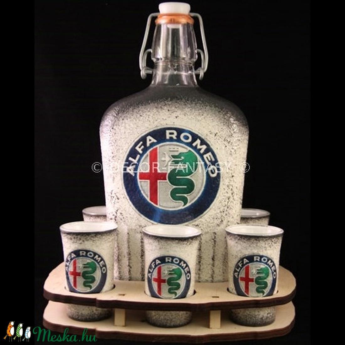 ALFA-ROMEO  emblémával díszített nagy pálinkás szett ( 0,5 l üveg + 6x45ml pohár + tartó )  (decorfantasy) - Meska.hu