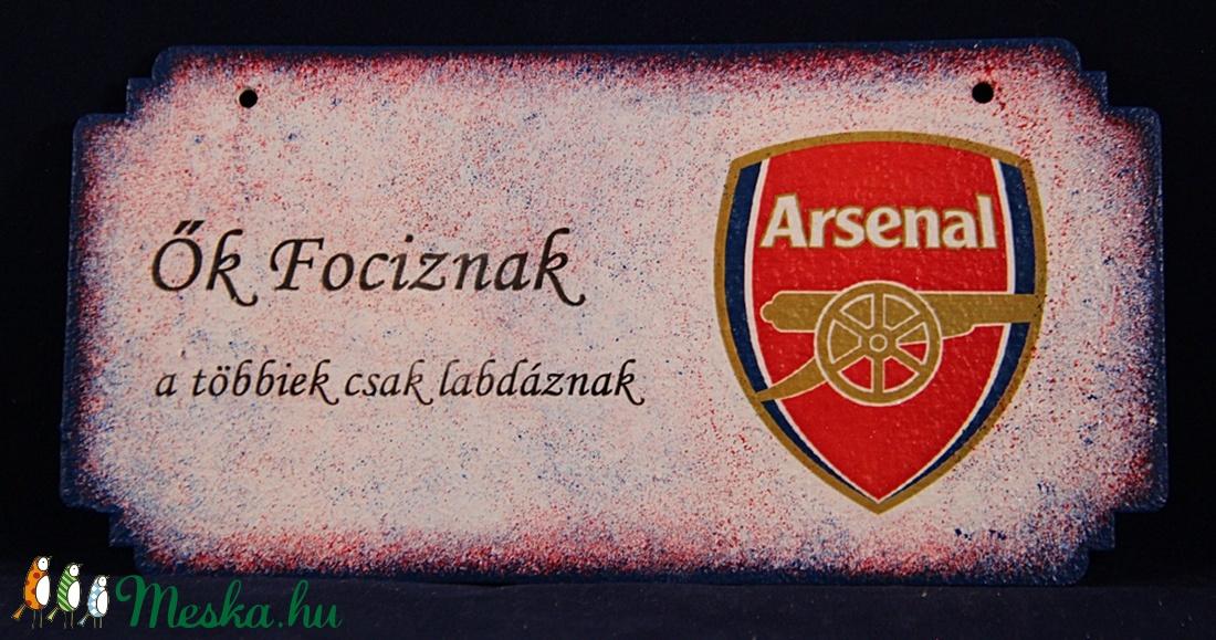 ARSENAL  emblémával díszített fa tábla - Ők fociznak .... (decorfantasy) - Meska.hu