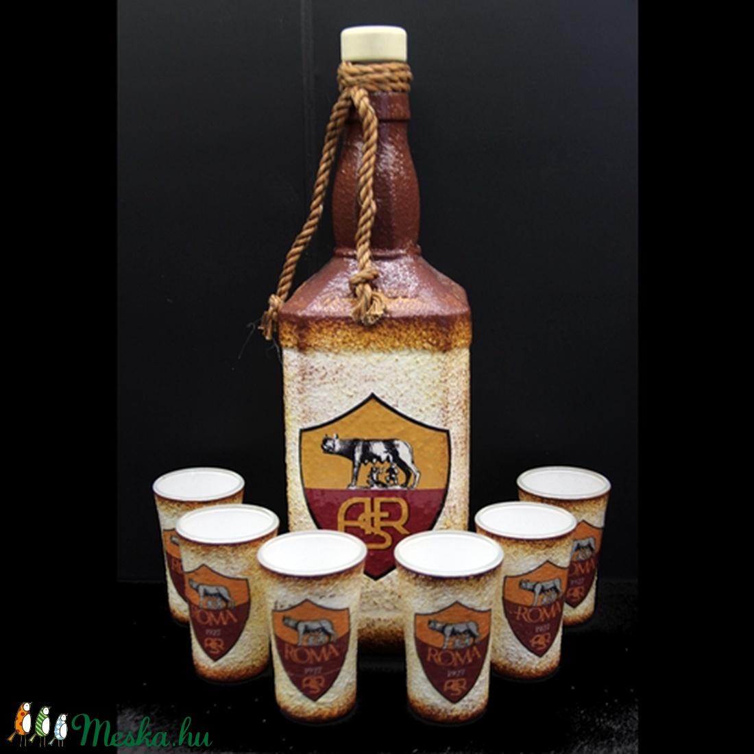 AS ROMA  emblémával díszített  pálinkás szett ( 0,75 l üveg + 6x45ml pohár )  (decorfantasy) - Meska.hu
