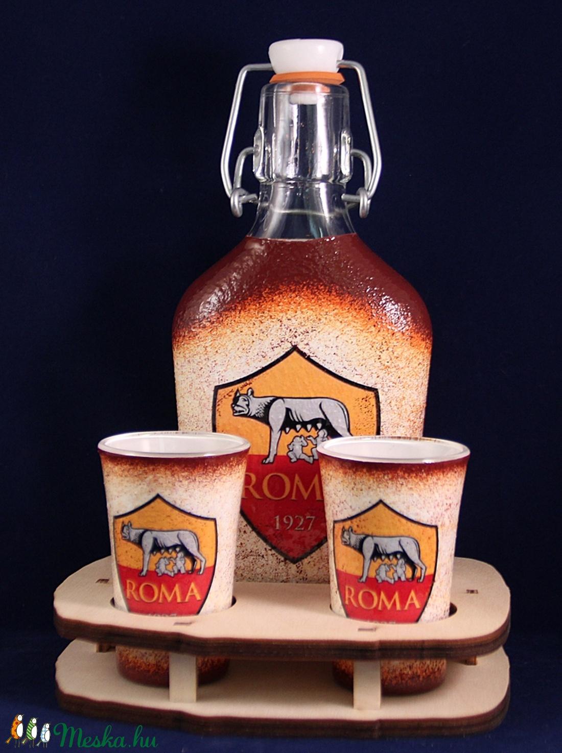 AS ROMA  emblémával díszített kis  pálinkás szett ( 0,2 l üveg + 2x45ml pohár + tartó )  (decorfantasy) - Meska.hu