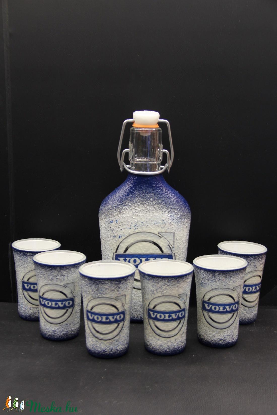 VOLVO emblémával díszített pálinkás szett ( 0,2 l csatos üveg + 6x45 ml pohár )  (decorfantasy) - Meska.hu