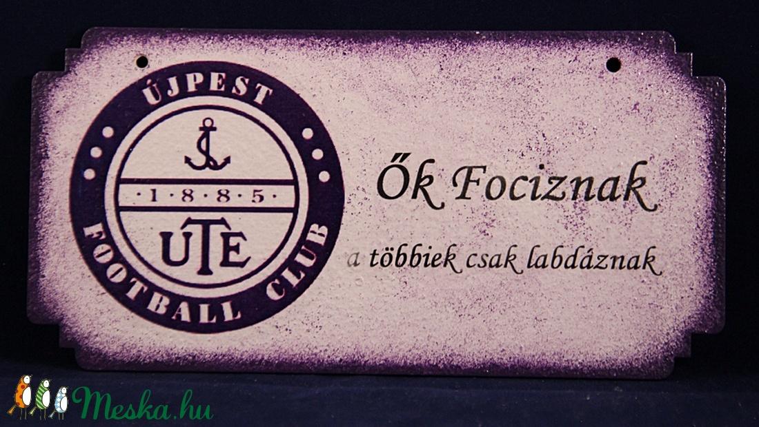 UTE emblémával díszített ajtódísz, UTE rajongóknak Ők fociznak - Meska.hu