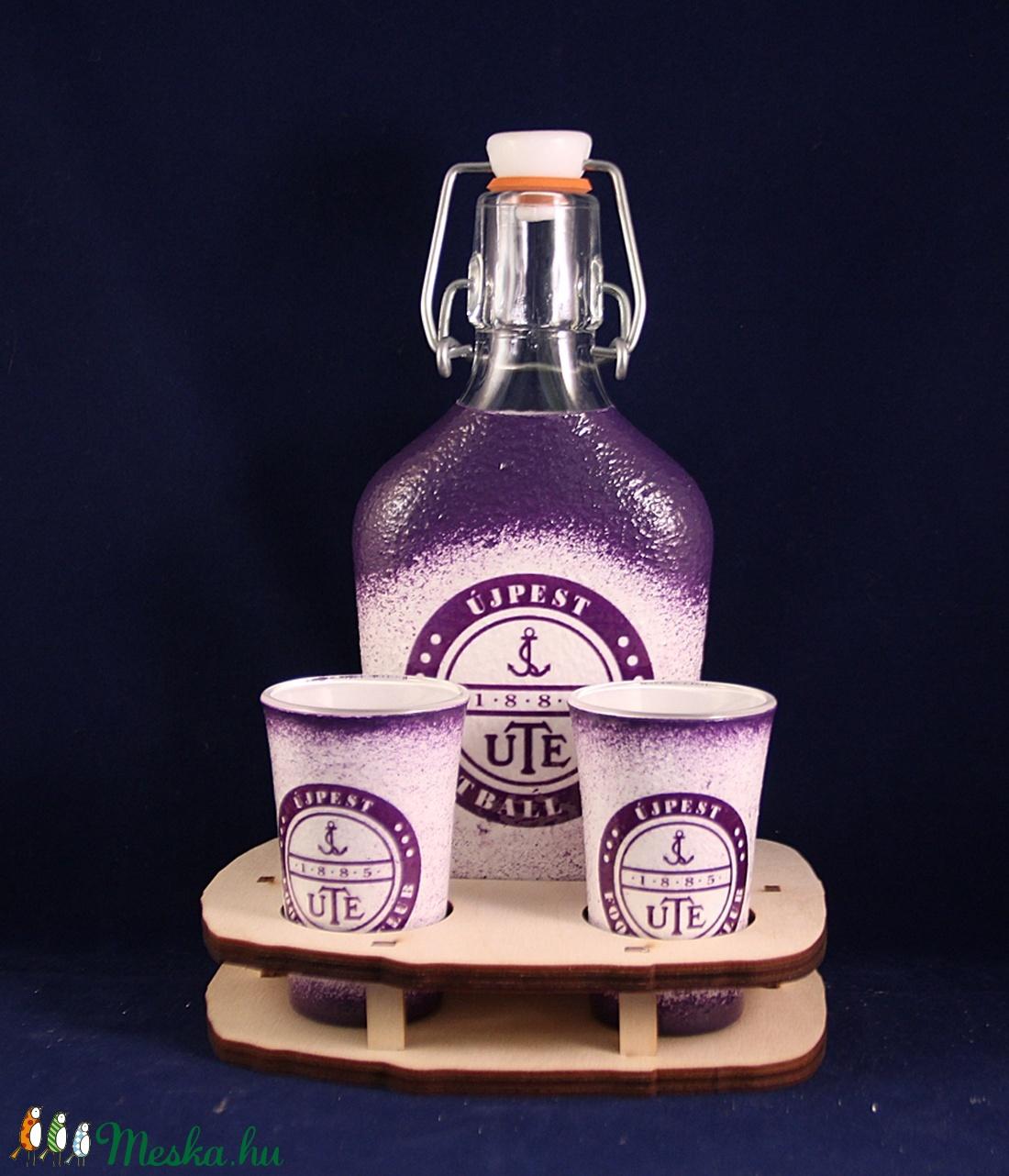 UTE emblémával díszített kis pálinkás szett ( 0,2 l üveg + 2x45 ml pohár + tartó )  (decorfantasy) - Meska.hu