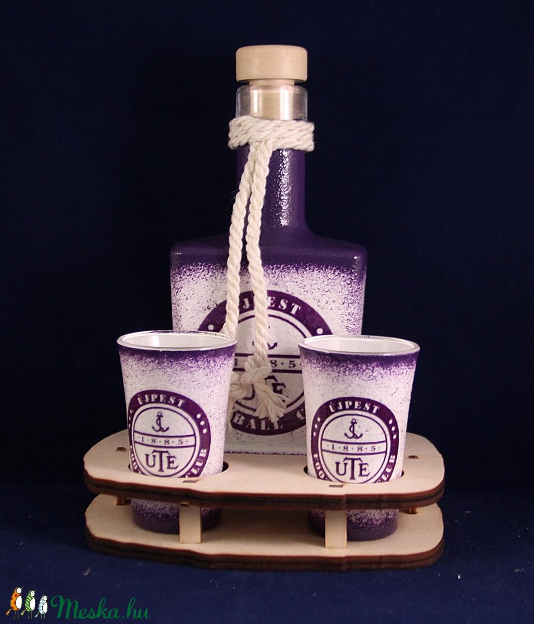 UTE emblémával díszített kis pálinkás szett ( 0,2 l dugós üveg + 2x45 ml pohár + tartó )  (decorfantasy) - Meska.hu