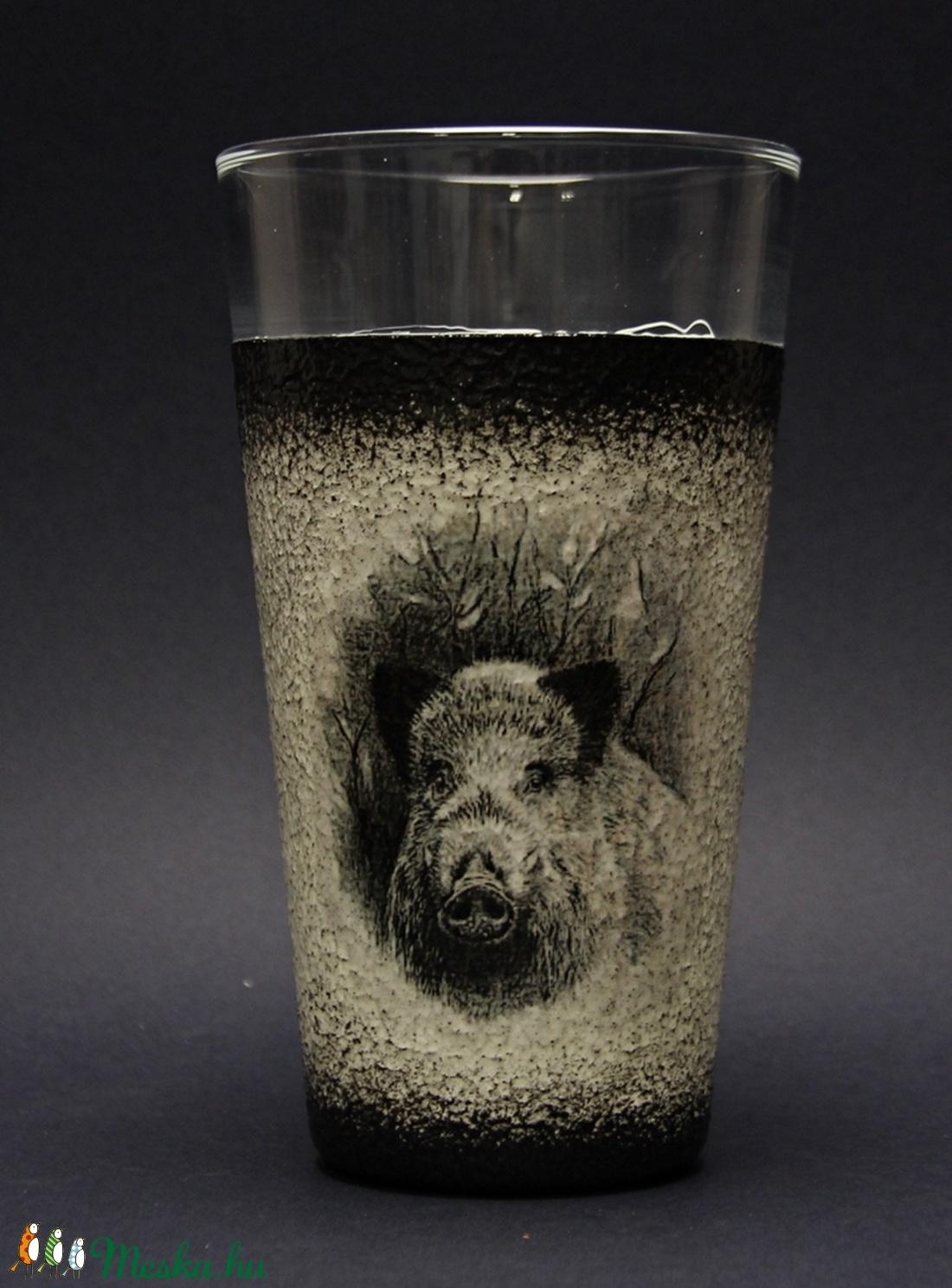 Vadász motívummal (vaddisznó) vizes  pohár ( 0,3 l )  - ideális ajándék a vadászat és természet szerelmeseinek   (decorfantasy) - Meska.hu