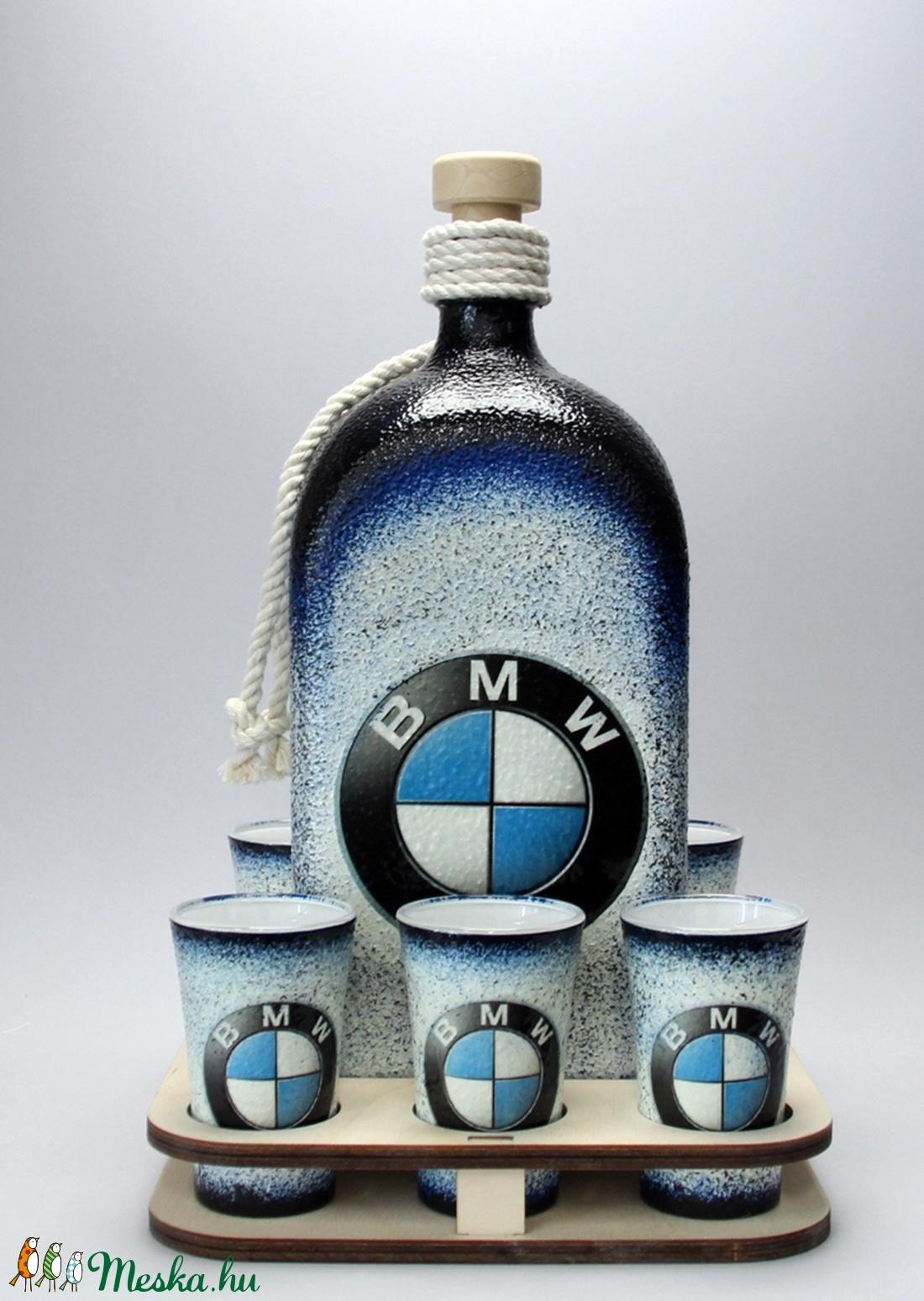 BMW emblémával díszített italos szett (1 l-es üveg+6x45ml pohár+fatartó)a márka szerelmeseinek - férjeknek -barátoknak  (decorfantasy) - Meska.hu
