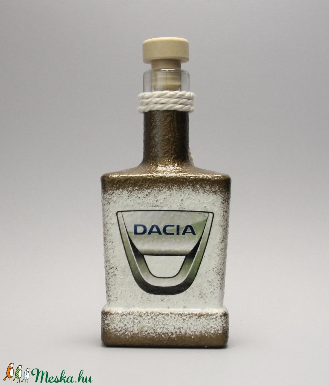 Dacia emblémával díszített dugós italos üveg(0,2l)ideális ajándék a márka szerelmeseinek - férjeknek -barátoknak  (decorfantasy) - Meska.hu