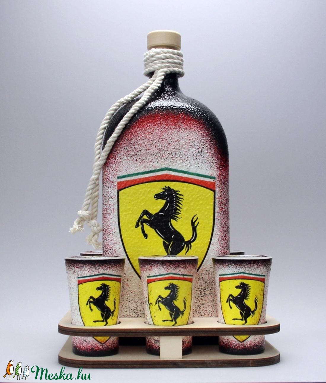 Ferrari emblémával díszített italos üveg szett(1l üveg+6x45ml)ajándék a márka szerelmeseinek - férjeknek -barátoknak  (decorfantasy) - Meska.hu
