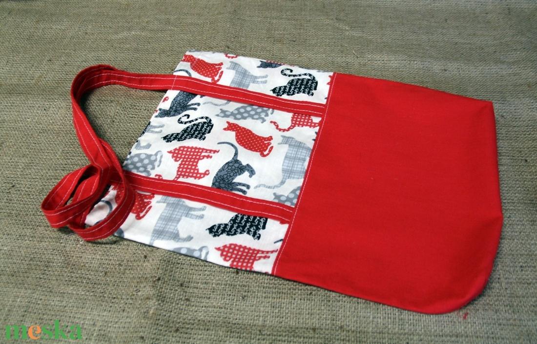 Cicás piros-fehér bevásárló táska, ( 30x40cm)-ÖKO környezetbarát anyagból háziasszonyoknak,-INGYENES SZÁLLÍTÁSSAL (decorfantasy) - Meska.hu