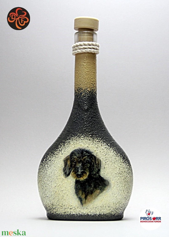 Kutya motívummal ( TACSKÓ ) díszített kis pálinkás üveg  ; Házi kedvenc rajongóknak ;Egyedi állat fotóval is ! (decorfantasy) - Meska.hu