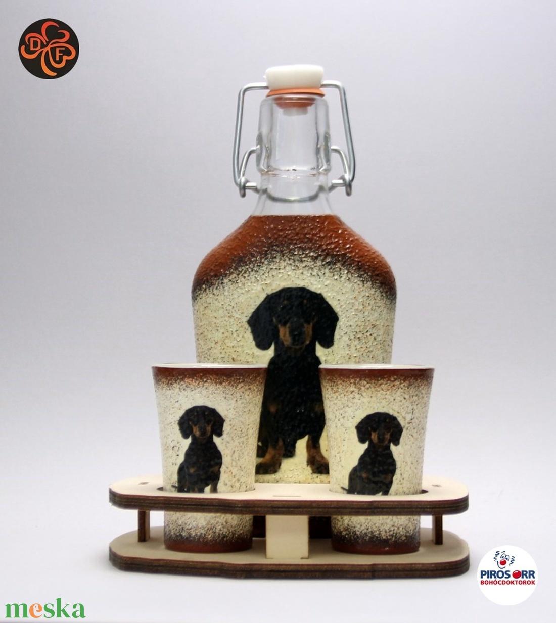 Kutya motívummal ( tacskó) díszített kis pálinkás szett ; Házi kedvenc rajongóknak ;Egyedi állat fotóval is ! - Meska.hu