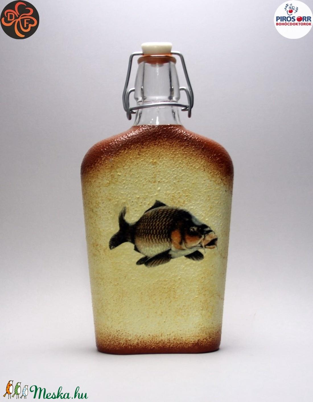 Horgász- ponty motívummal díszített -pálinkás üveg . A horgászat szerelmeseinek . Saját fogások fotóival is ! - Meska.hu