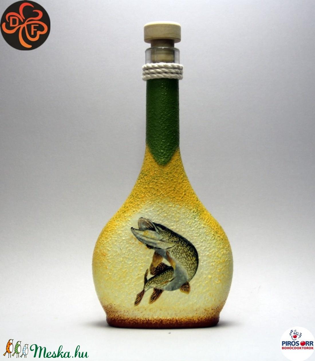 Horgász- csuka motívummal díszített -pálinkás üveg . A horgászat szerelmeseinek . Saját fogások fotóival is ! - Meska.hu