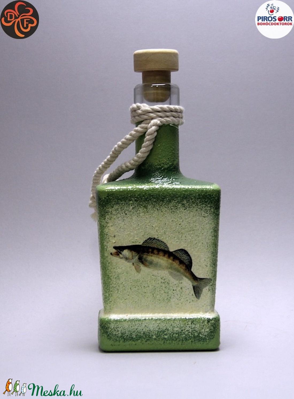 Horgász- süllő motívummal díszített -pálinkás üveg . A horgászat szerelmeseinek . Saját fogások fotóival is ! (decorfantasy) - Meska.hu