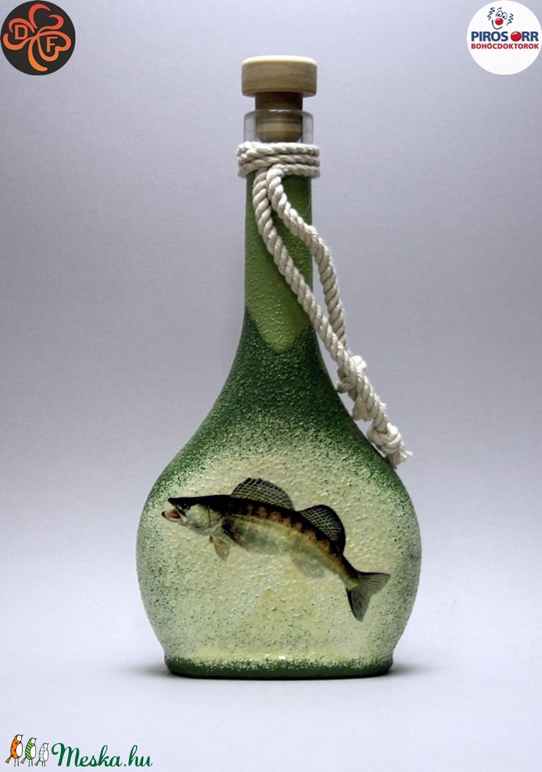 Horgász- süllő motívummal díszített -pálinkás üveg . A horgászat szerelmeseinek . Saját fogások fotóival is ! - Meska.hu