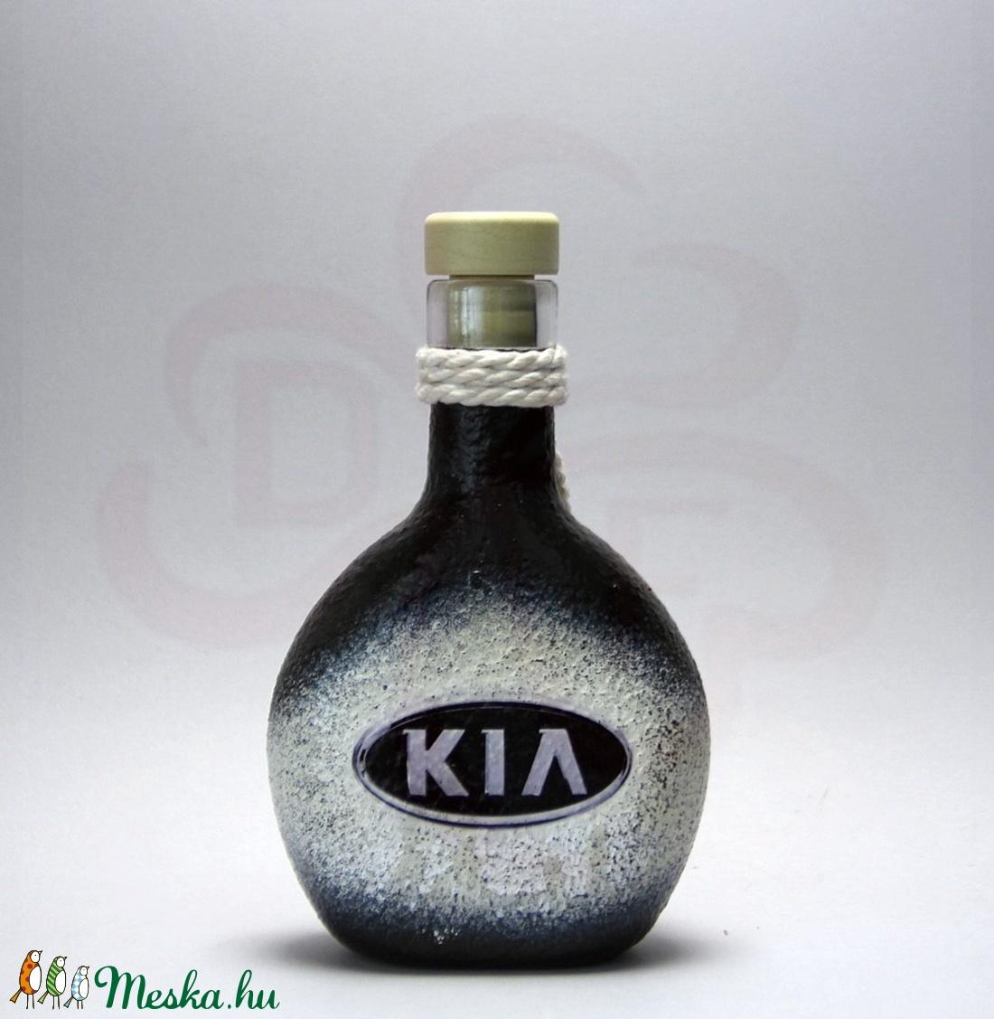 KIA emblémás laposüveg ; A KIA márka rajongóinak - Meska.hu